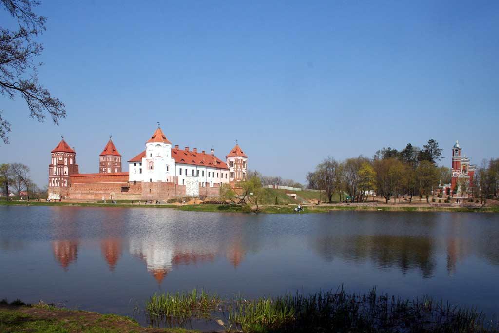 http://www.belarus.nemiga.info/mir/panorama-mira.jpg