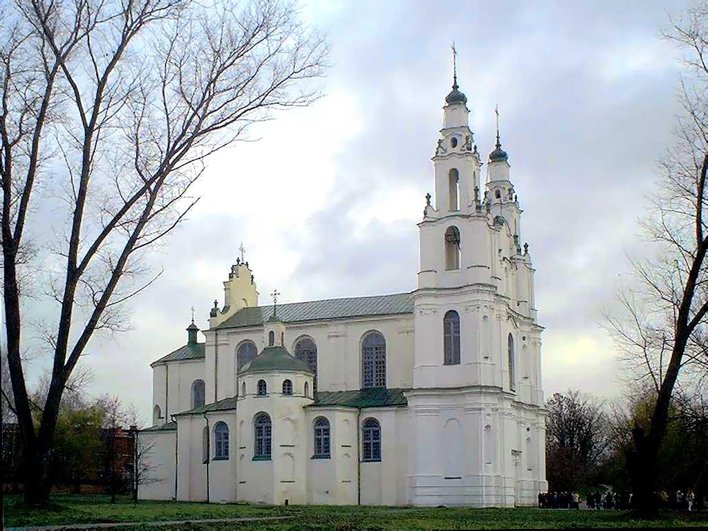 Без малого семь веков стояла на этом месте третья на Руси по дате рождения София